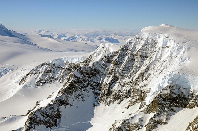 Rocky_mountain_face,_Alexander_Island